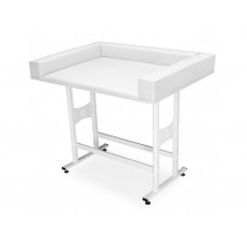 750. Csecsemővizsgáló asztal